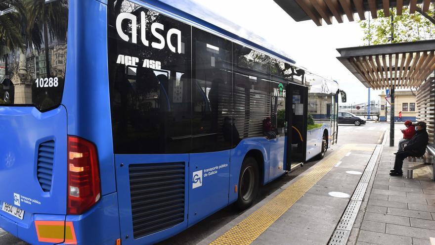 La alcaldesa propone que el transporte público pueda circular por los muelles