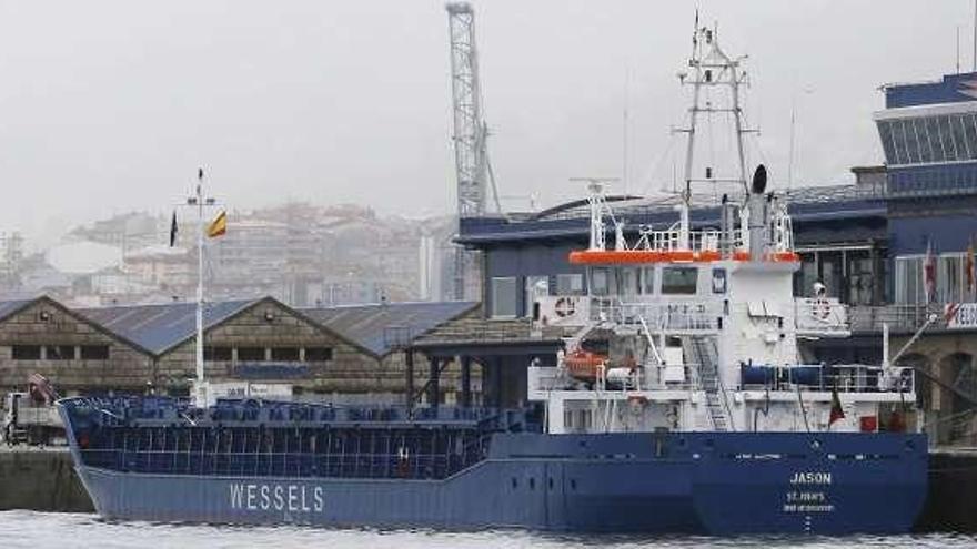 Remolcan hasta Vigo un carguero tras sufrir una avería en Arousa