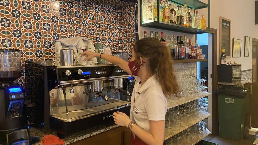 Problemas para encontrar camareros en Castellón: Alcaldes hacen autocrítica y urgen soluciones