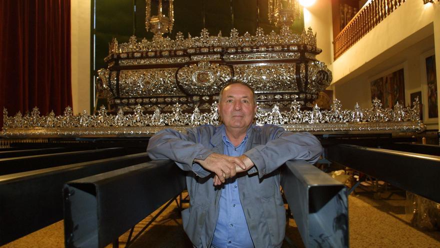 Fallece Antonio Cabra, histórico capataz y precursor de mesas de trono y varales