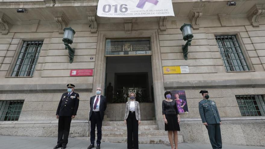 Minuto de silencio en la Delegación de Gobierno por las víctimas de la violencia de género