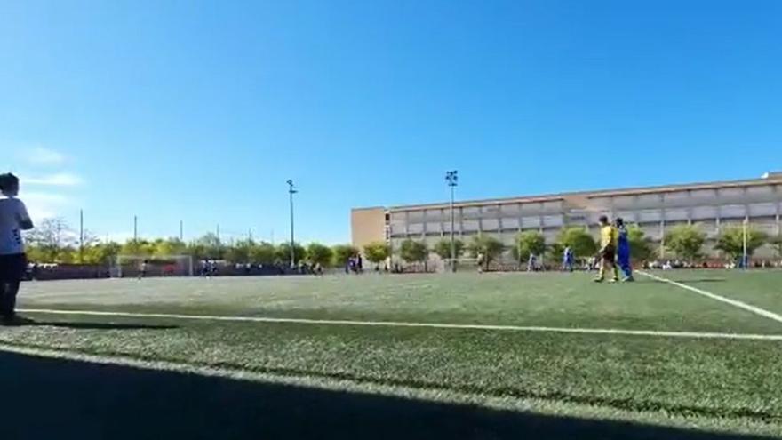 """Escándalo en un partido de cadetes en Girona: """"Si no te ve el árbitro, puedes darle una paliza"""""""