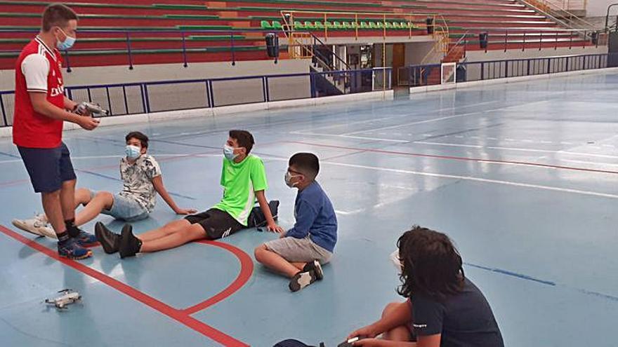 Cambre pone en marcha un taller para que los jóvenes aprendan a utilizar drones