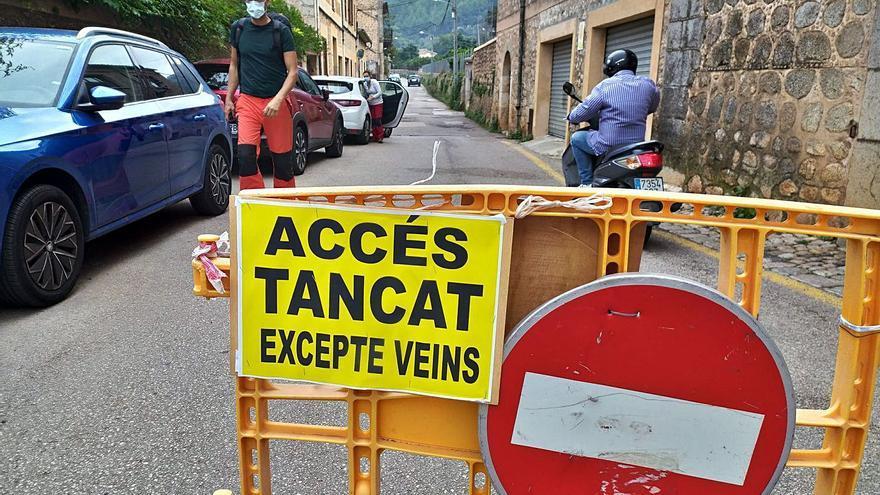 Biniaraix se blinda contra el colapso de coches que aparcan los senderistas