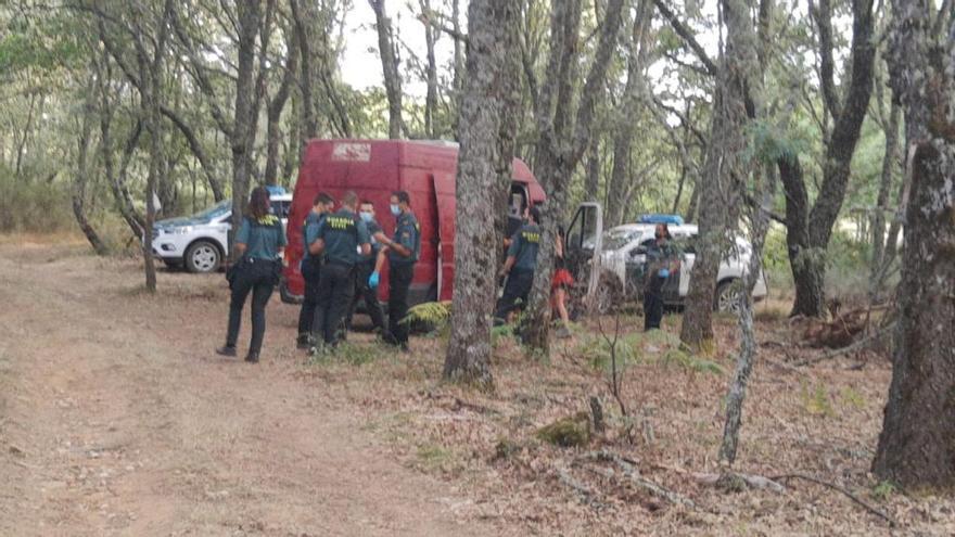 La grúa retira tres coches de la fiesta de Vime de Sanabria con las ruedas pinchadas