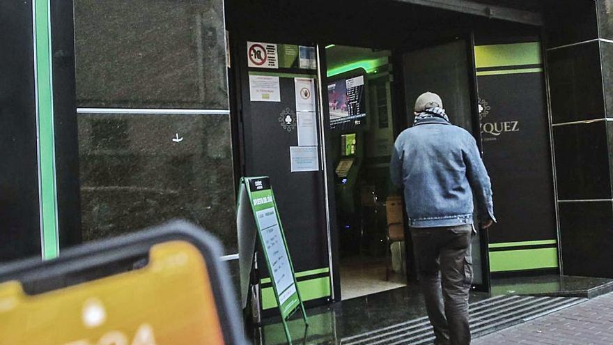 Los salones de juegos «se libran» del recorte horario a la hostelería y abren hasta el toque de queda