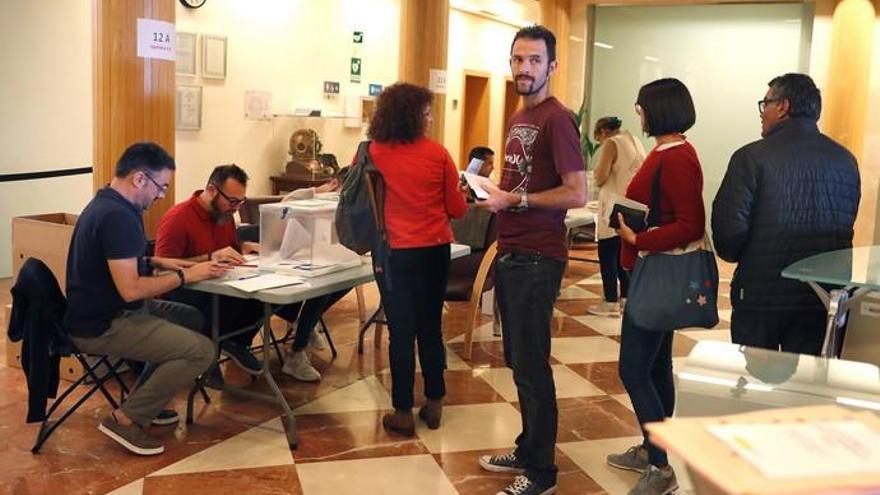 Los políticos canarios votan en las elecciones generales del 10N