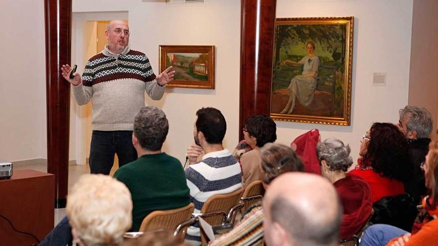 Fernando Castro, en el Museo Nicanor Piñole