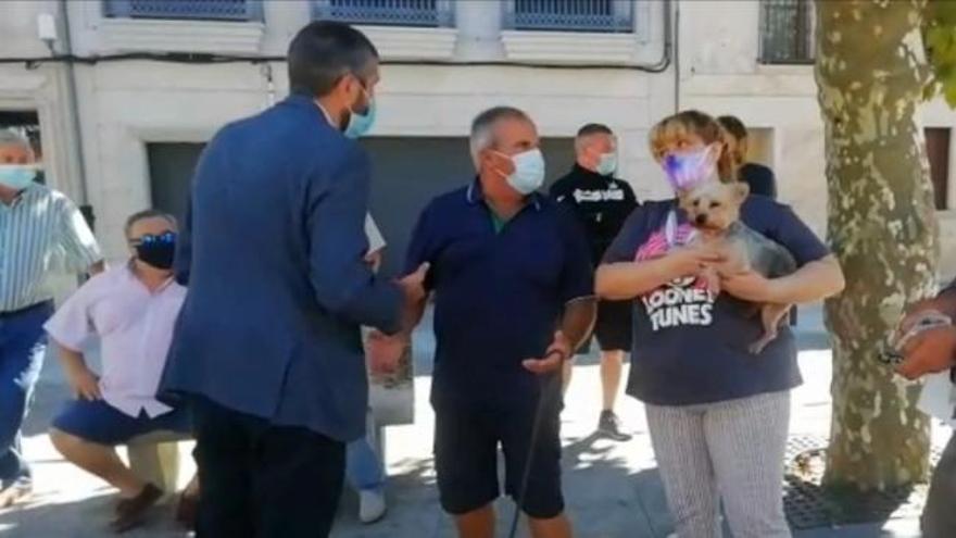 Vecinos de Vilaxoán revientan con sus protestas la presentación de Revenidas en Conserva