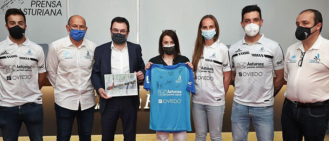 Alberto Zapico, Ángel Rodríguez, Gonzalo Martínez Peón, Ángeles Rivero, Kristina Dzhanhobekova, César González y Nicolás García.