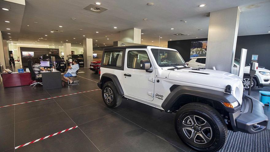 La venta de coches se reduce a la mitad en Baleares sin visos de mejora este año