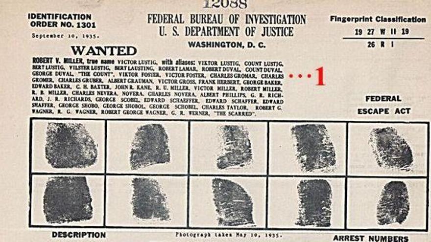 Ficha del FBI sobre Lustig con sus 47 nombres falsos