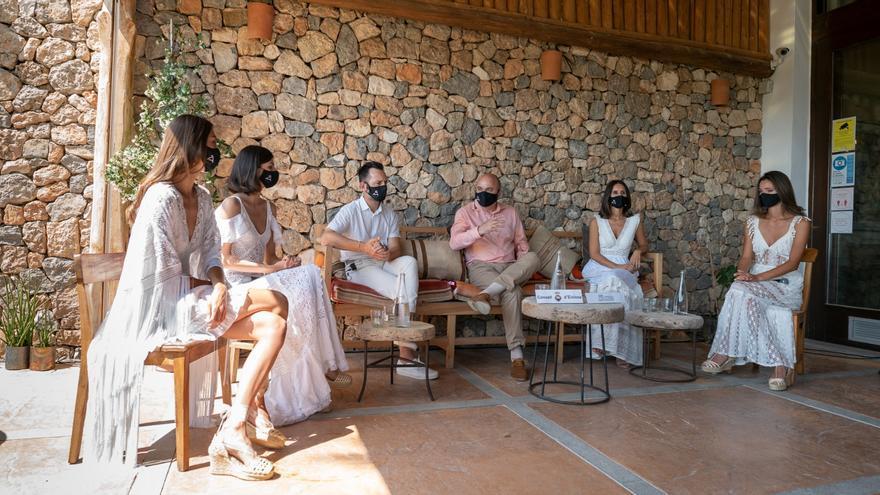La Pasarela Adlib conmemora los 50 años de la moda de Ibiza de la mano de la modelo Nieves Álvarez