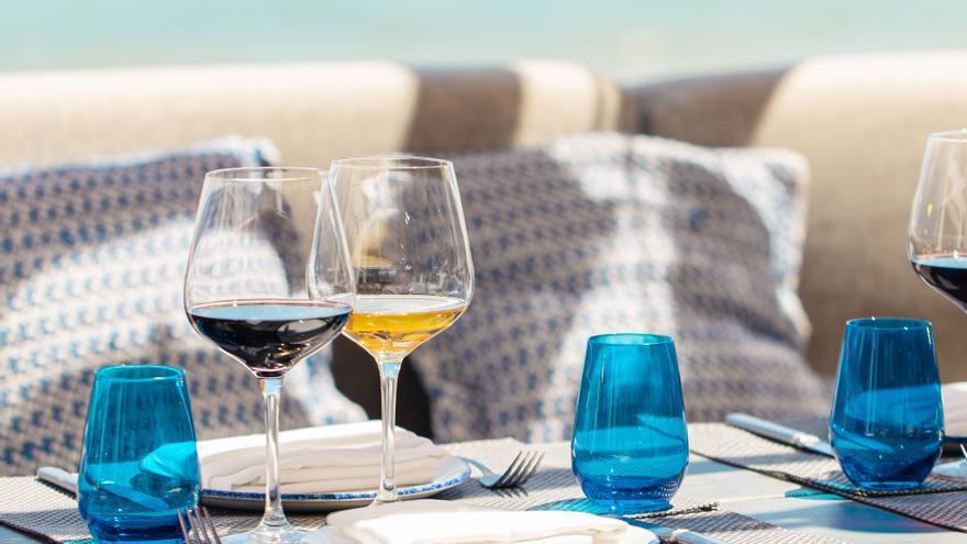 Chiringuito Blue y Ve Café, dos maneras de disfrutar de la gastronomía en Santa Eulalia