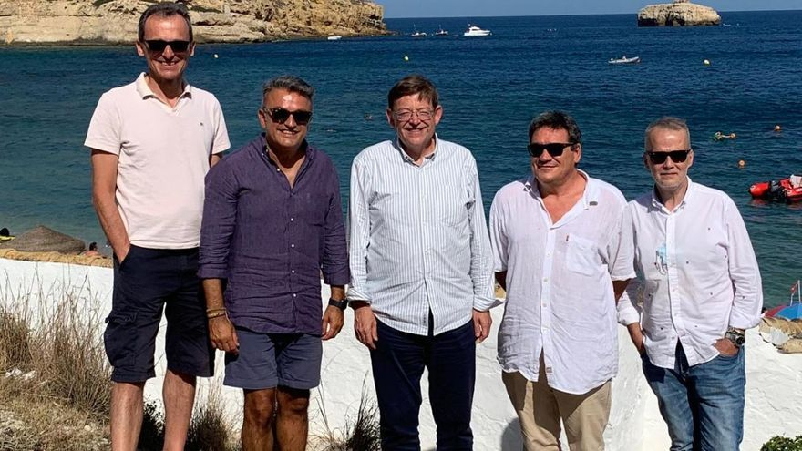 Dos ministros y Ximo Puig, en el Portitxol de Xàbia