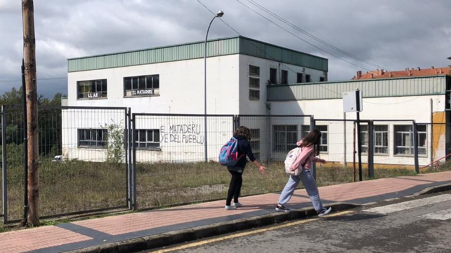 El Ayuntamiento reactiva el plan para demoler el antiguo matadero de la Pola
