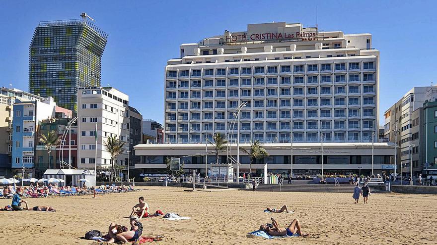 La inversión para comprar hoteles se hunde un 63% en las Islas durante 2020