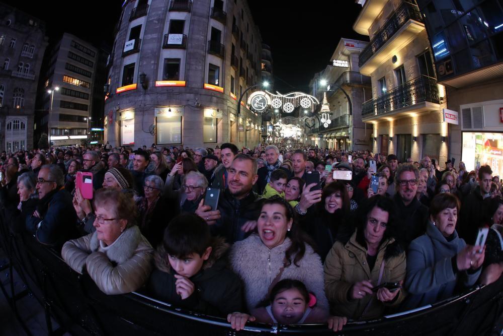 Más de 25.000 personas asistieron en la Porta do Sol al apagado oficial del alumbrado de la ciudad tras 50 días de fiestas.