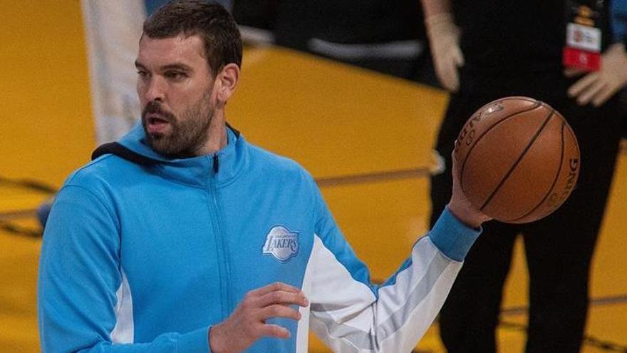 Los Lakers vuelven a despedazar a los Rockets y siguen invictos a domicilio