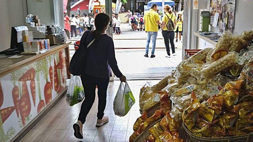 Los comerciantes de la calle Galicia pisan los adoquines de la esperanza