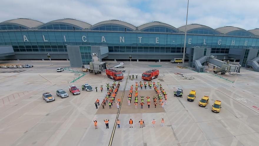 El aeropuerto de Alicante-Elche lanza un mensaje de esperanza frente al covid en el décimo aniversario de la nueva terminal