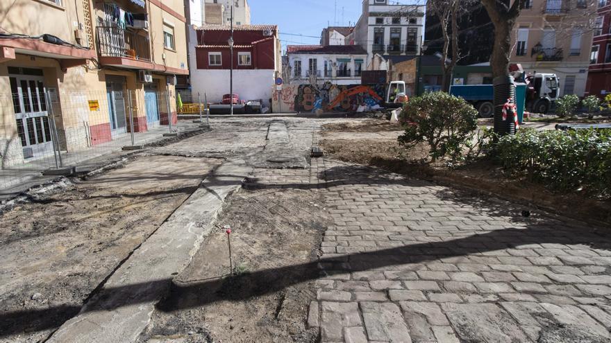 La Plaza Calabuig, finalmente, sí que mantendrá un poco de adoquinado