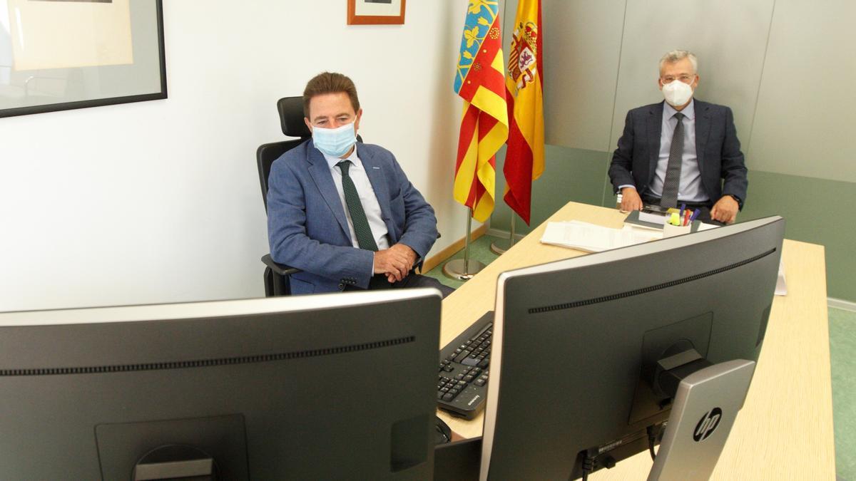El presidente de la Audiencia, Juan Carlos Cerón, y el fiscal jefe, ayer durante la reunión.