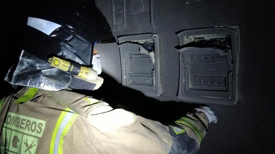 Rescatan de un incendio a varias personas atrapadas en un edificio de Mazarrón