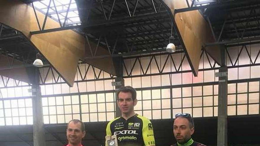 Javi Busto domina de principio a fin el Campeonato de Asturias de XCM