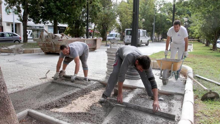 Los operarios trabajan a destajo en la reparación de la Alameda