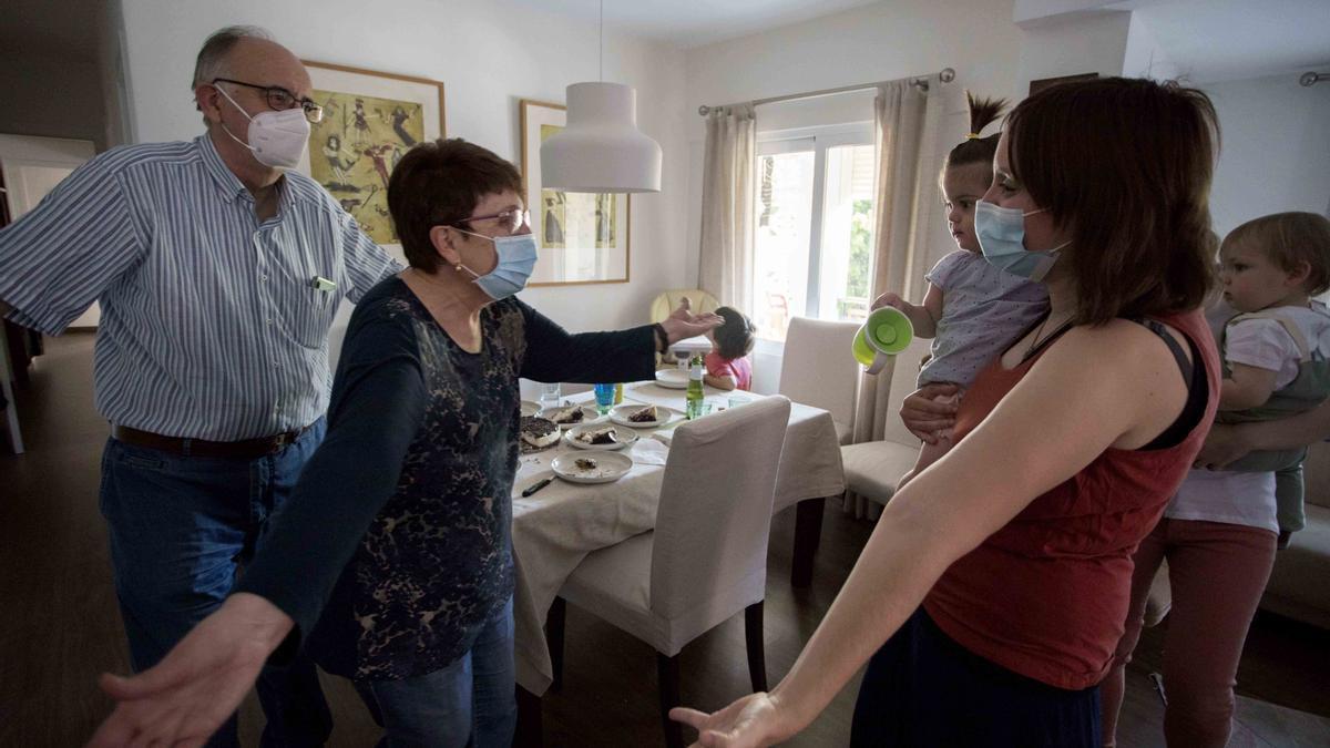 El final del confinamiento supuso el reencuentro emotivo de las familias tras tres meses de separación