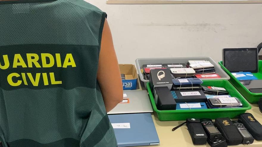 Sorprendida en el Aeropuerto de Palma con 146 móviles, seis ordenadores y siete tablets en su equipaje