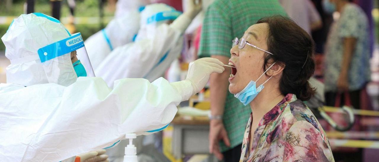 La variante Delta causa en China el peor rebrote de covid en meses