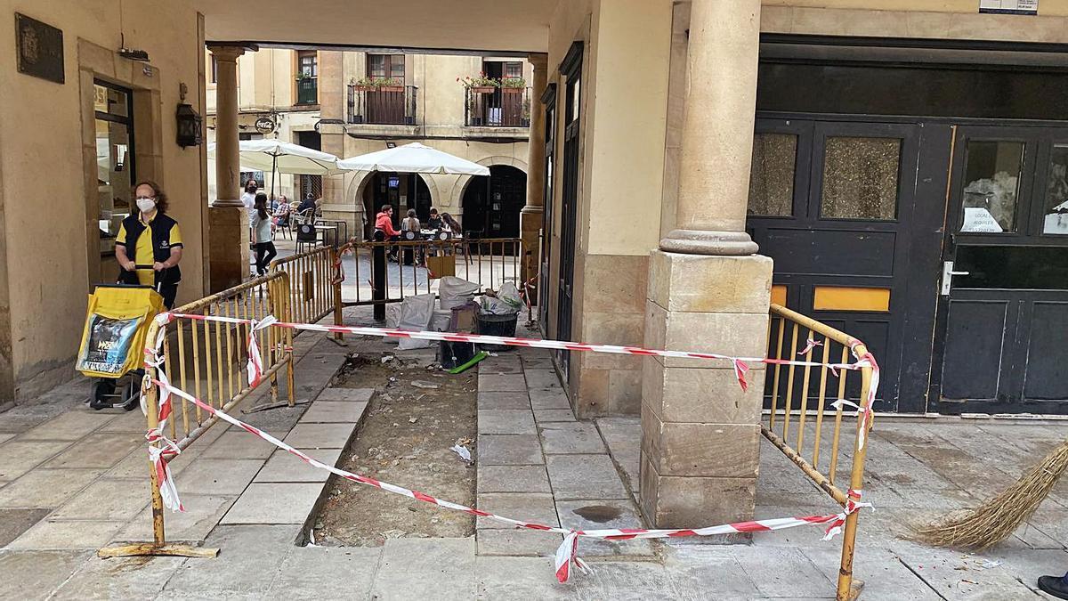 Mejoras en el suelo de acceso al Fontán desde el Arco de los Zapatos   LNE