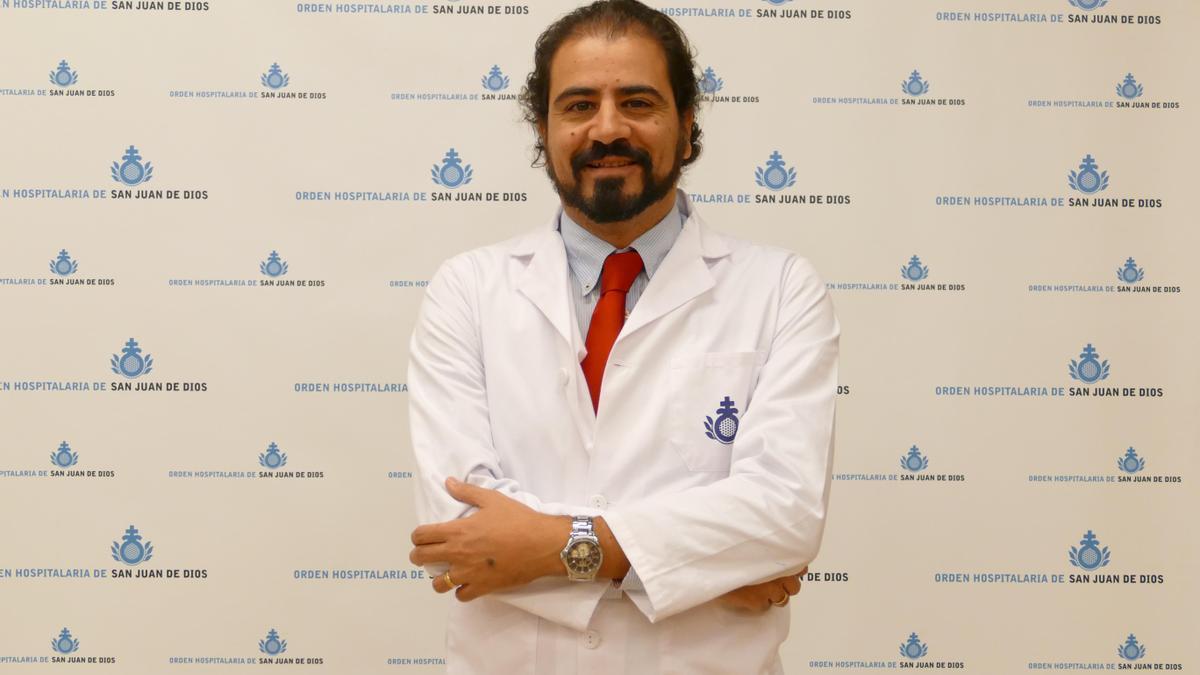 El doctor José Ramón Molina está al frente de la consulta.