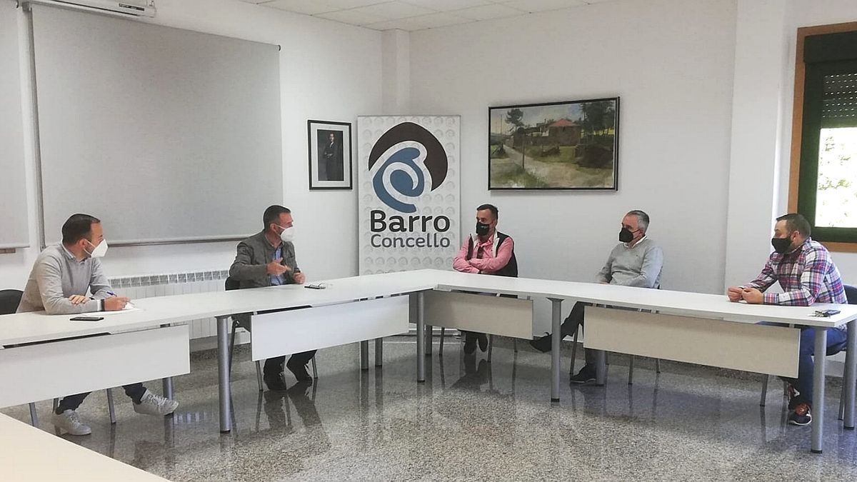 Imagen de la reunión entre el Concello y la asociación