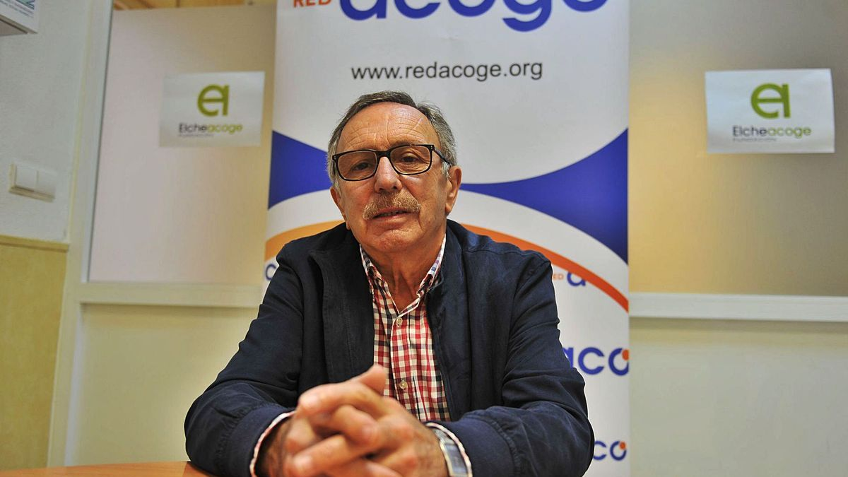 The new president of Elche Acoge, Paco Cámara, at the headquarters of the Elche NGO in the center of the city before the interview.  |  MATÍAS SEGARRA