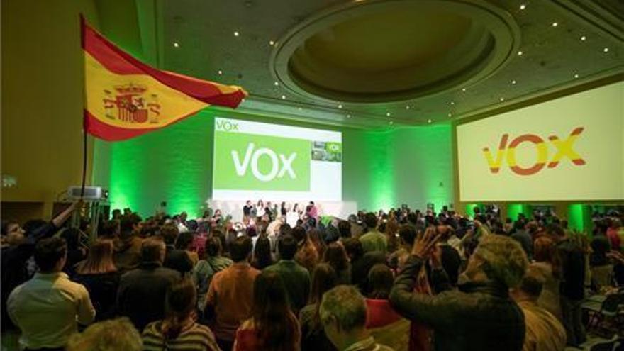 Ocho concejales de Vox en Badajoz y la provincia dejan el partido