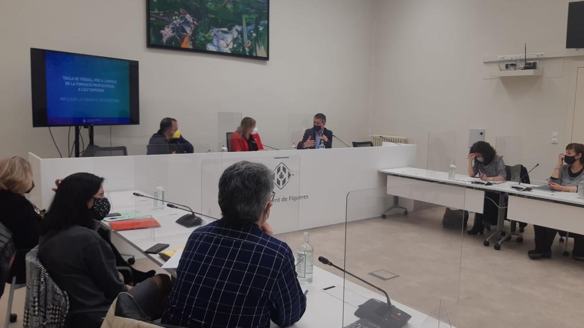 La taula pretén, per una banda, cobrir les necessitats presents i futures de les empreses del territori