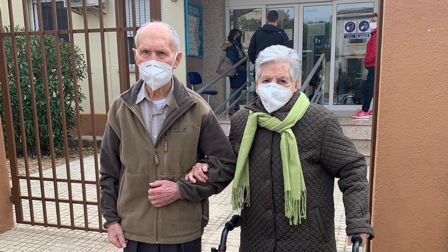Raimundo Escuder, de 101 años, recibe su vacuna en la Comunitat Valenciana