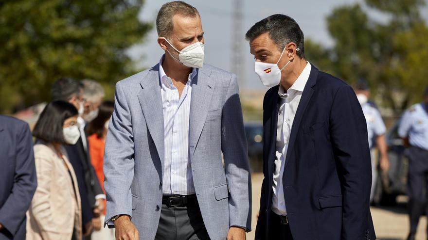 El rei Felip VI visita amb Sánchez el 'hub' d'acollida d'afganesos a Torrejón