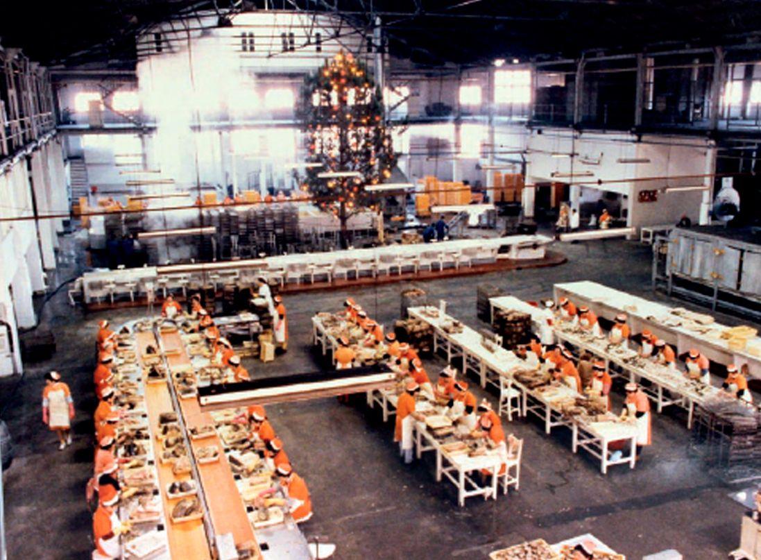 Interior de la fábrica de Alfageme en la Navidad de 1984.jpg