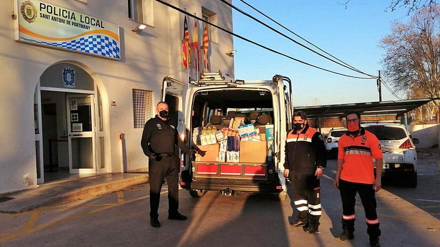 La Policía de Sant Antoni se vuelca con Cáritas