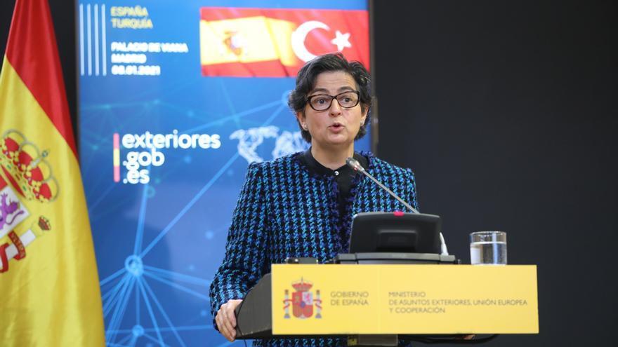 """González Laya certifica que hay repatriaciones de migrantes y avanza """"tolerancia cero"""" contra las mafias"""