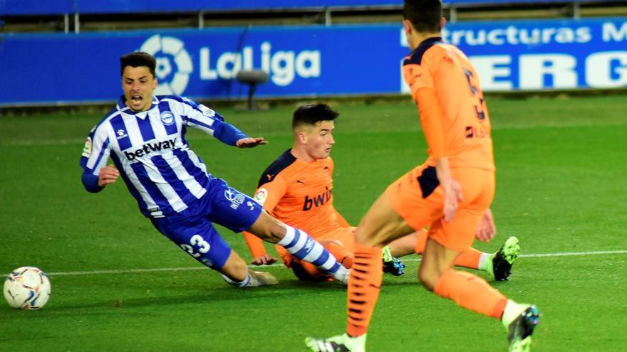 El capitán del Alavés da positivo por coronavirus un día después de jugar contra el Valencia CF