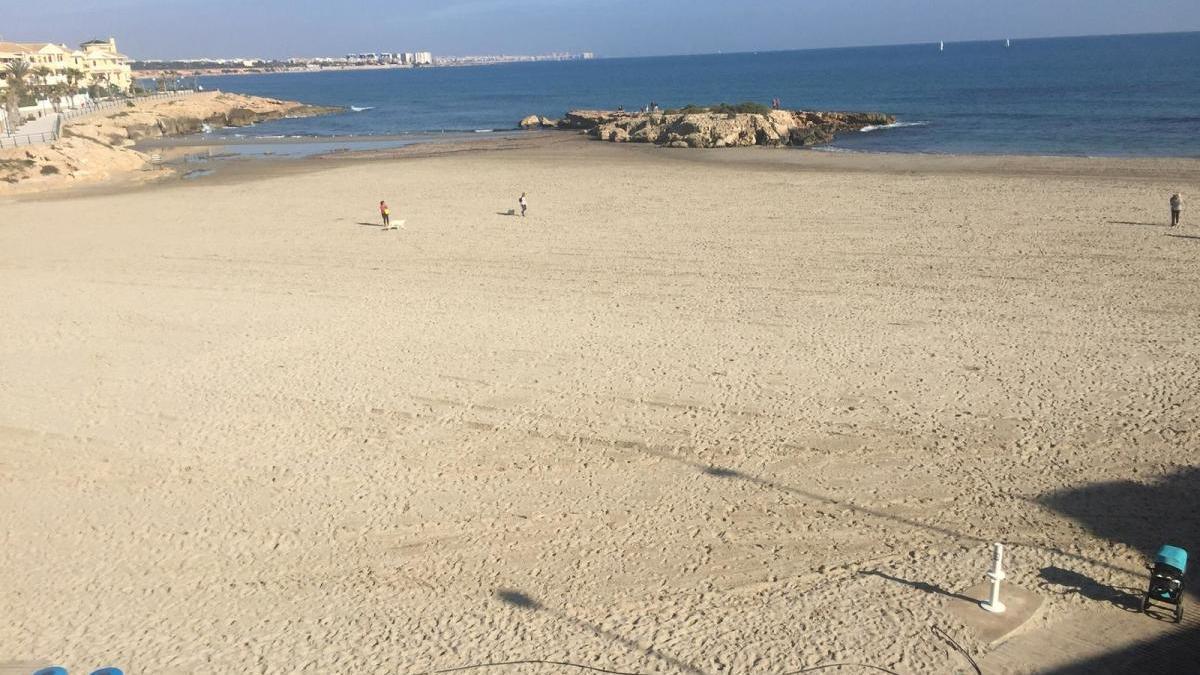 Orihuela abre cinco de sus playas para los paseos y todas para el deporte profesional y federado