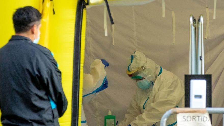 Cataluña pedirá confinar hogares si no se frena el virus