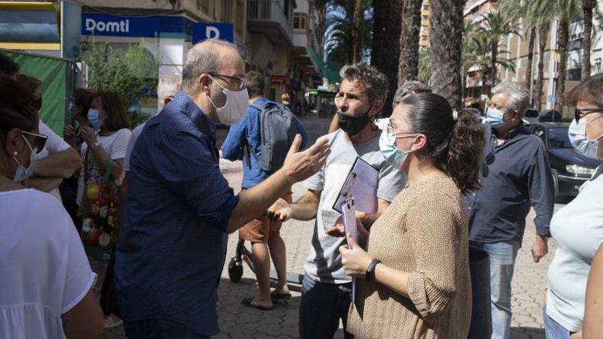 El alcalde de Alzira rectifica y dejará abierto el Mercat hasta otra licitación