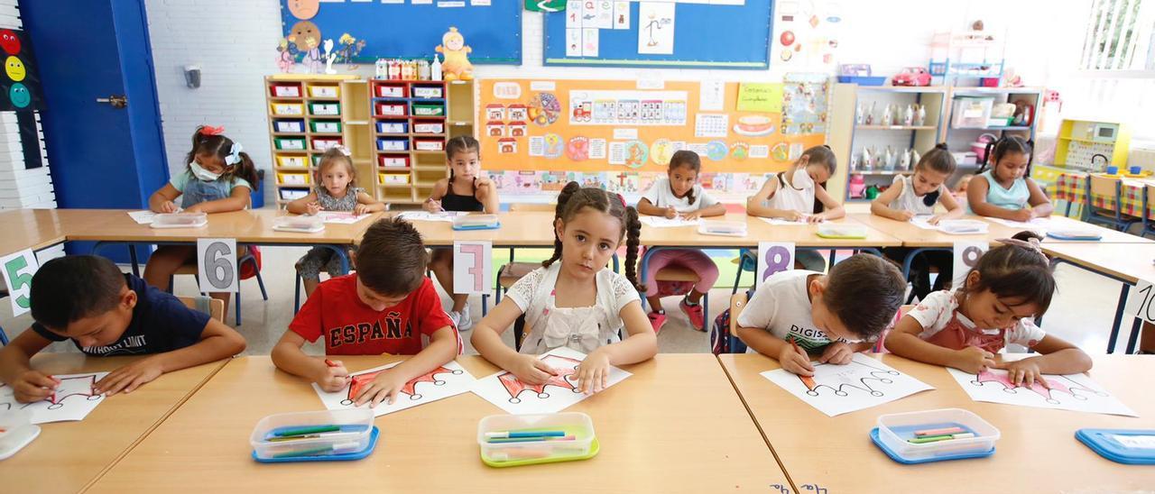 Vuelta al cole en Córdoba: casi 2.000 alumnos menos y más seguros ante el covid