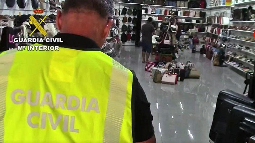 Un operatiu internacional descobreix més de 14.000 falsificacions a la Jonquera